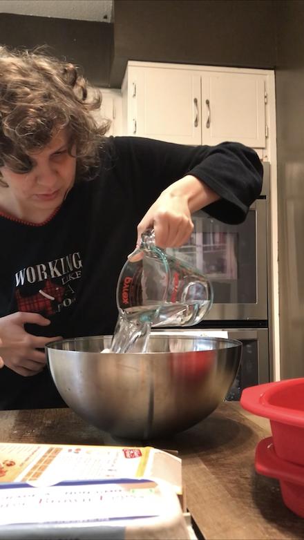 Jess helps Mom Make A Cake